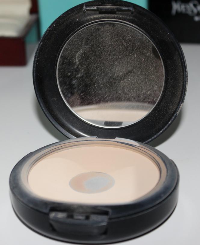 Mac pressed powder