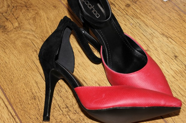 Coral and black heel