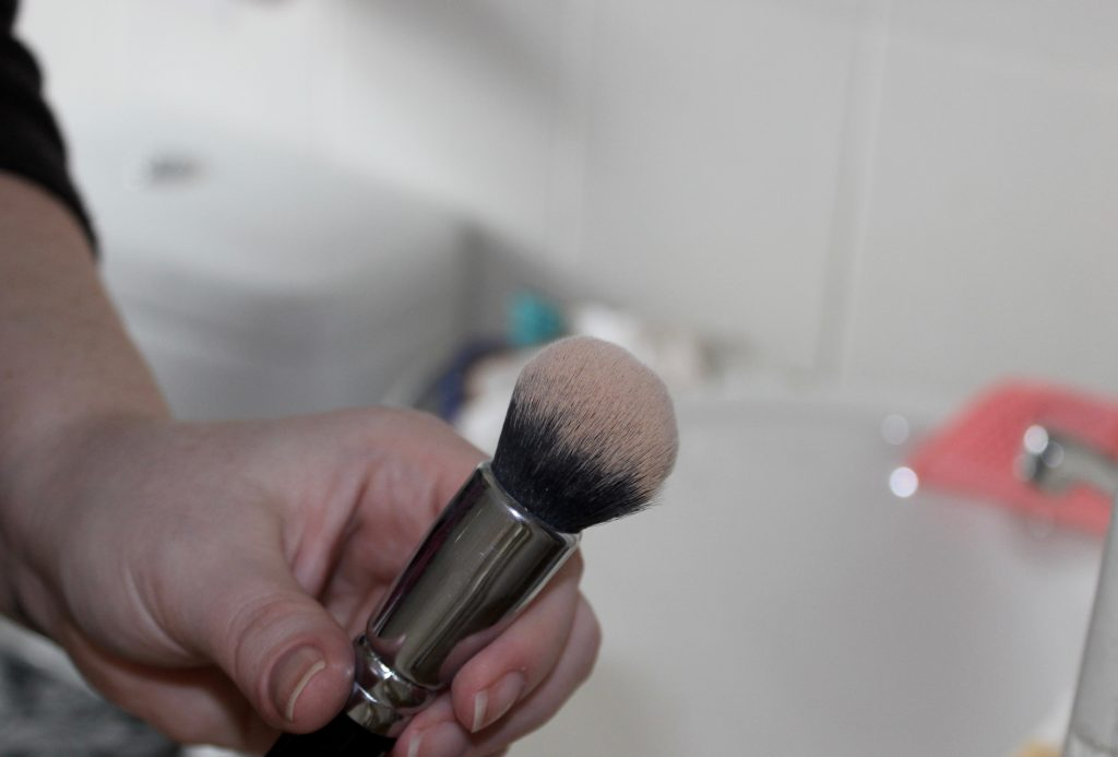easy makeup brush cleaning